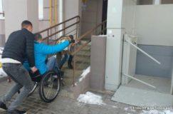 Крик души: зачем платить тысячи за подъемники у подъездов, если они все равно не работают и инвалидам приходится скакать по ступенькам