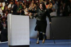 Сенатор из США, потерявшая на войне обе ноги, стала матерью в 50 лет