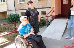 Happy end! Для инвалида-колясочника из Гомеля в подъезде установили подъемник
