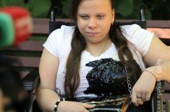 Благодаря Гомельской епархии, Красному Кресту и местным властям у сироты-колясочницы появился гусеничный подъемник