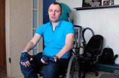 У колясочника из Светлогорска есть шанс встать на ноги. Нужен электроподъемник