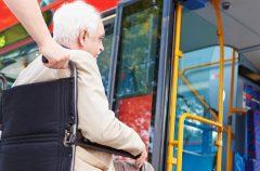 Водителей общественного транспорта обязали помогать инвалидам при посадке